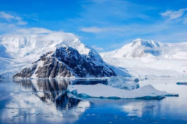 El vocalista de Radiohead lanza 'Las manos fuera de la Antártida'