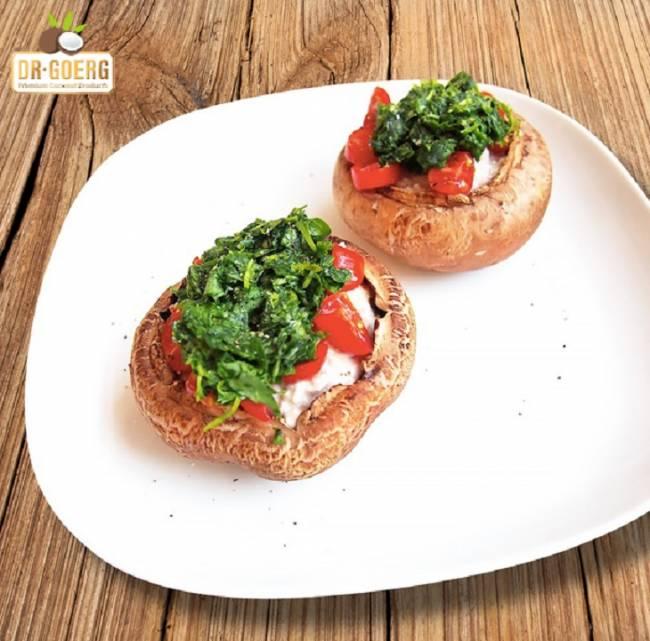 Champiñones rellenos de espinacas, tomate y anacardos