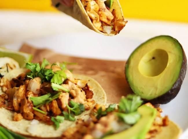 Tacos vegetarianos con miel