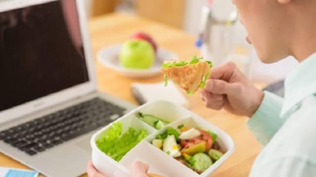 Los siete mandamientos para poder comer de forma saludable en el trabajo