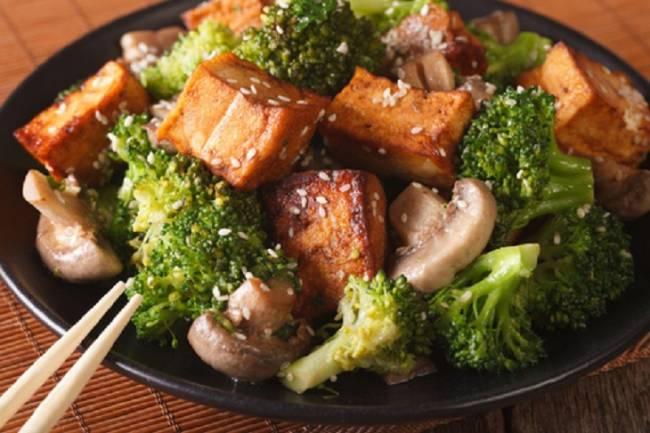 Verduras con tofu al estilo oriental