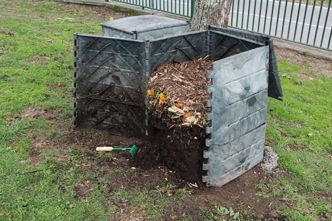 Sogama entrega 40 nuevos compostadores domésticos al ayuntamiento de O Rosal en Galicia