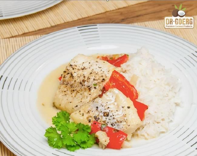 Bacalao con salsa cremosa de coco y pimientos