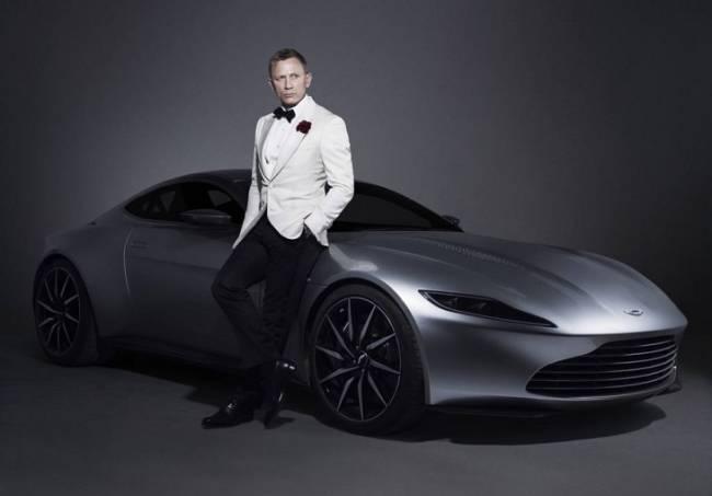 James Bond se apunta al coche eléctrico